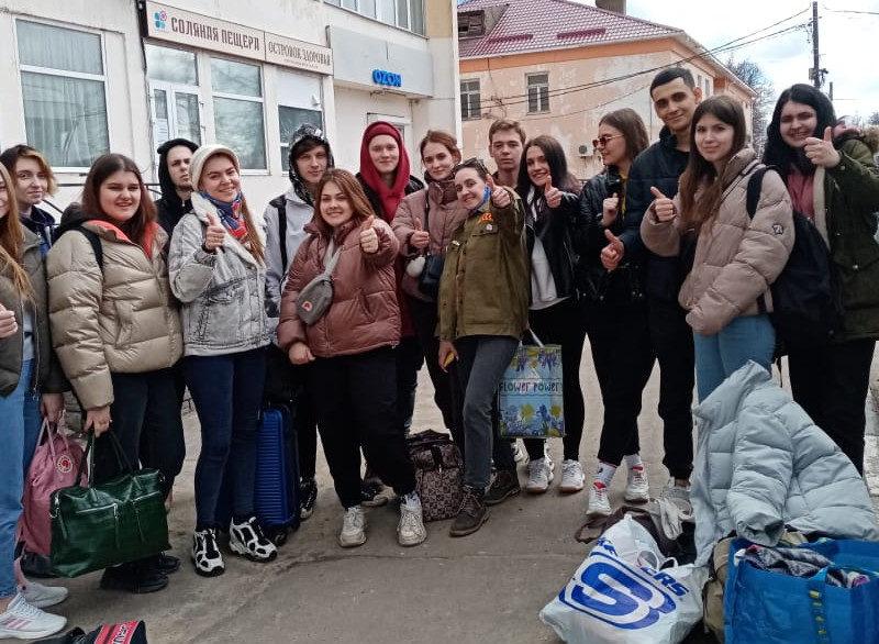 Студенческий отряд сельхозназначения приступил к работе в теплицах Подмосковья