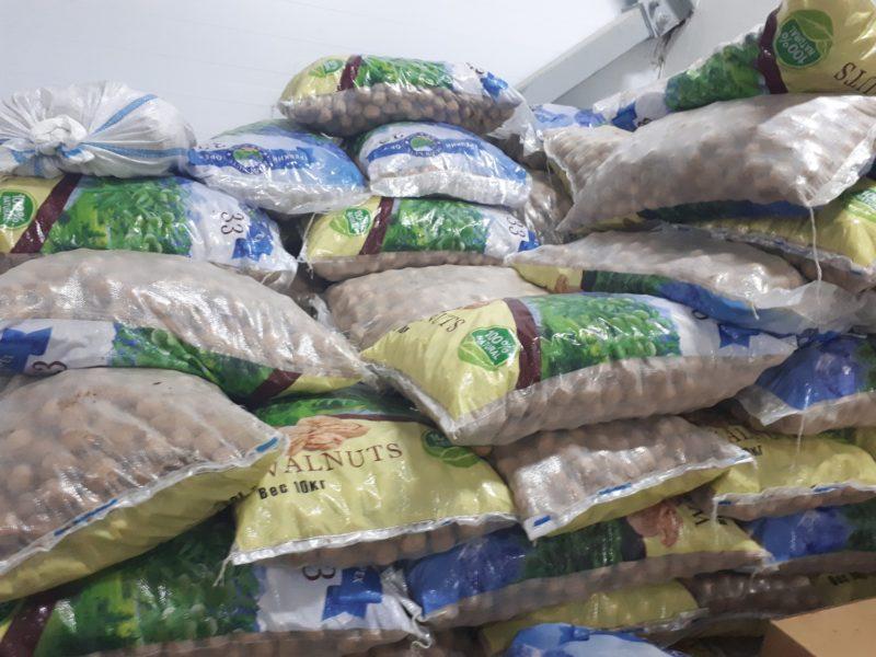 В Белгороде на рынке обнаружили 2 тонны нелегальных сухофруктов и орехов
